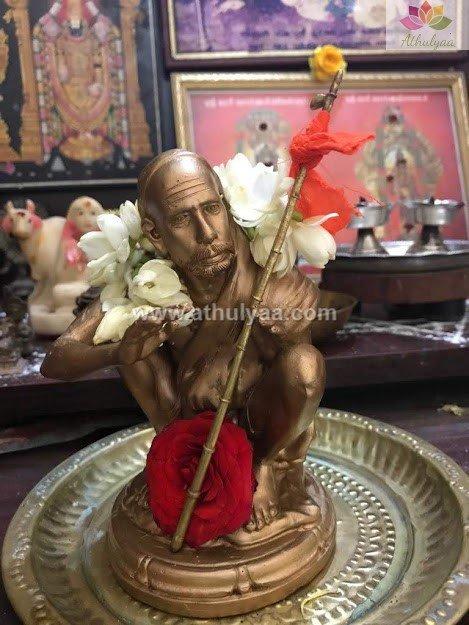 Maha periyava statue